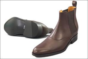 履き口の内側には足にソフトにあたるように、クッションを目立たないように仕込んであります。