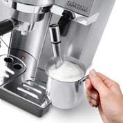 忙しいときにはミルクコンテナを、こだわりたいときにはフロッサーを。