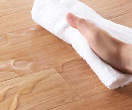 防水表面材を使用しているので、水をこぼしても大丈夫。 汚れも簡単に拭き取れます。