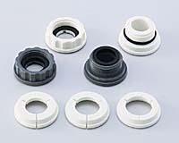 お使いの水栓に合わせた付属のリングアダプターまたは泡沫アダプターを選び、切替コックを蛇口に取り付けるだけ。