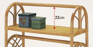 ハンガー上部は棚になって小物整理に便利