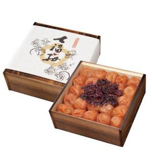 画像1: 最高級 南高梅「七福梅」 900g (焼杉木箱入り)
