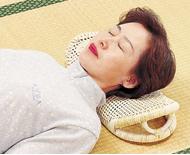 サラッとした籐の枕でごろりお昼寝