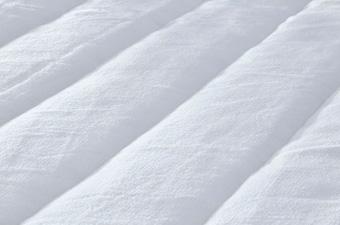 生地はシルクのようなやさしく、滑らかな肌触り