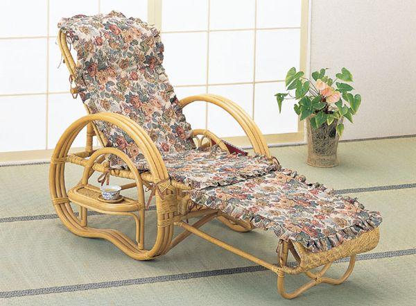 豪華なジャガード織りカバー付でオールシーズン快適にご使用いただける籐三つ折りチェアーです。